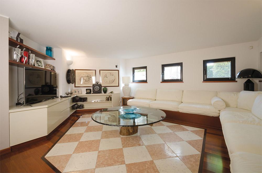 TV in soggiorno - www.like-home.it